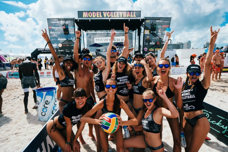 Model Volleyball e LIVE! chegam à Venice Beach, Califórnia